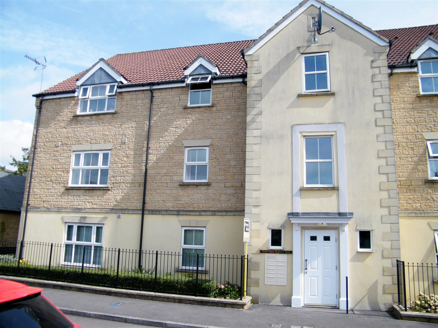 2 Bedrooms Flat for sale in Kingfisher Court, Calne